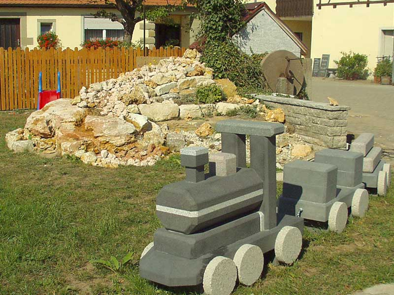 Garten Herrieden, Garten Bechhofen, Steinwerkstätte GESSLER, Lokomotive Skulptur