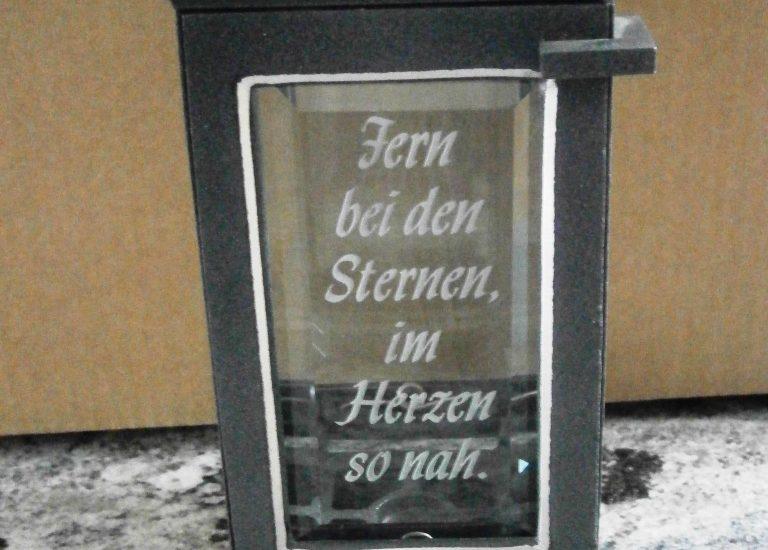 Fotogravuren Herrieden, Fotogravuren Bechhofen, Steinmetzwerkstätte Gessler, Individuelle Grablaternenbeschriftung