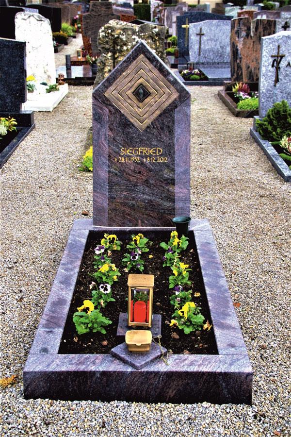 Friedhof Herrieden, Friedhof Bechhofen, Grabmal, Paradiso Blatt Ornament, Steinwerkstätte Gessler