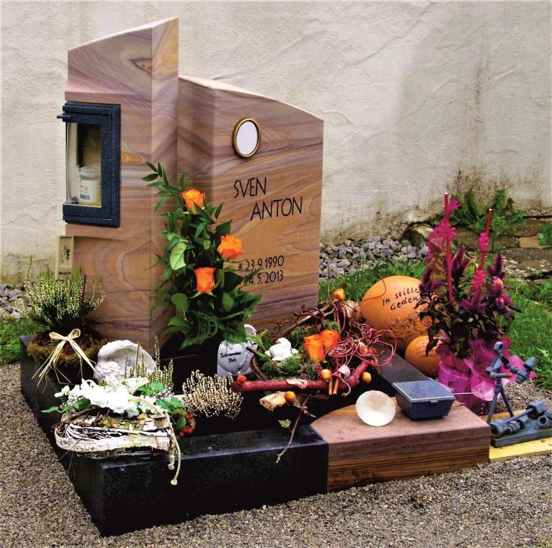 Friedhof Herrieden, Friedhof Bechhofen, Grabmal, Urnengrabmal Rauenzell, Steinwerkstätte Gessler